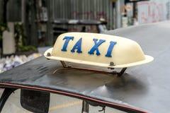 在car& x27的出租汽车标志; s屋顶 图库摄影