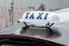 在car& x27的出租汽车标志; s屋顶 库存图片