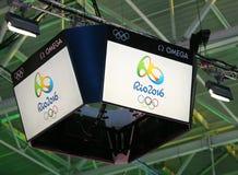 在Carioca竞技场3的记分牌有里约2016年奥运会商标的 免版税库存图片