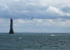 在Carlingford港湾的Parasurfing 图库摄影