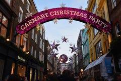 在Carnaby街伦敦的圣诞装饰 库存图片