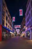 在Carnaby街,伦敦英国上的圣诞灯 免版税库存照片