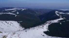 在Carpatian山,滑雪场风景wi的冬天 影视素材