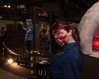 在Cartoomics的蛇神cosplayer 2014年 免版税库存图片