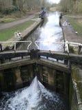 在Cassiobury公园自然保护的运河锁 免版税图库摄影