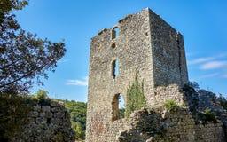在Castelvecchio自然保护的塔废墟 库存照片