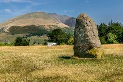 在castlerigg的古老石圈子,与山 库存照片