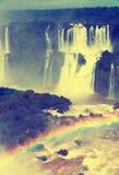 在Cataratas del伊瓜苏瀑布,巴西的彩虹 免版税图库摄影