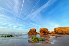 在Catedrales海滩的日落 免版税库存照片