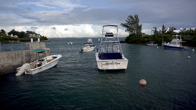 在Cavello上的风雨如磐的天空咆哮-百慕大2014年10月 库存照片