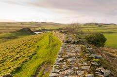 在cawfields之外hadrians挖掘墙壁 免版税库存图片