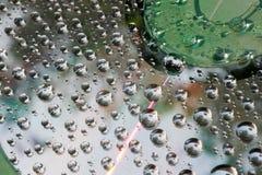水滴在CD和DVD的 免版税库存照片