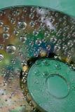水滴在CD和DVD的 免版税库存图片
