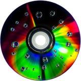在CD的DVD圆盘的五颜六色的水下落 免版税库存照片