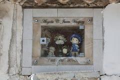 在Cementerio市政公墓的坟墓在苏克雷,玻利维亚 库存图片