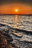 在Cesme ildiri erythrai的日落在Ä°zmir省 库存照片