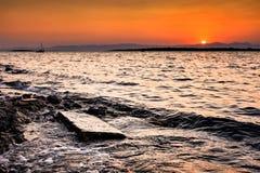 在Cesme ildiri erythrai的日落在Ä°zmir省 免版税库存图片