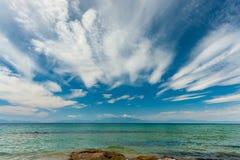 在Chalkidiki半岛的美丽的海滩 免版税库存图片