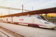 在Chamartin驻地的西班牙高速火车AVE 免版税库存图片