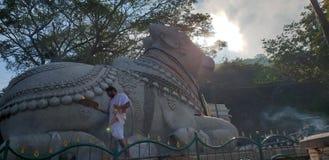 在Chamundi小山的楠迪寺庙 库存照片