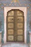 在Chandra玛哈尔,斋浦尔市宫殿的华丽门 库存照片