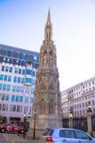 在Charing跨的女王埃莉诺的十字架前面的纪念碑 被放置的第一块石头1864年3月21日 免版税库存图片