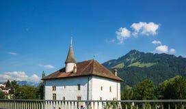 在Charmey Prealps山的豪宅在格律耶尔区弗里堡瑞士 免版税图库摄影