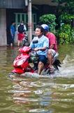 在Charoen Krung路的泰国洪水危机 免版税库存照片