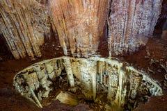 在Chatyr Dag山的石灰岩地区常见的地形洞Emine-Bair-Khosar在罪行 库存照片