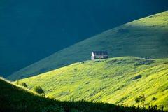 在Chauchi美丽的山谷的山阵营  免版税库存照片