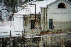 在Chemal,阿尔泰,西伯利亚的水力发电站 免版税库存图片