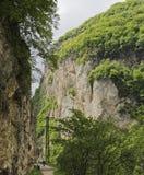 在Cherek峡谷,卡巴尔达-巴尔卡里亚山的一个巨大的岩石  库存照片