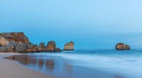 在Childers小海湾的岩层 免版税库存图片