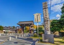 在Chion在寺庙的一个门在京都 免版税库存图片