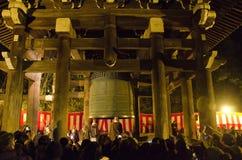 在Chion在新年除夕的寺庙响铃 免版税图库摄影