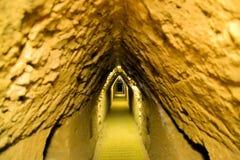 在Cholula最大的人下的隧道做了金字塔 库存照片