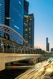 在Chong Nonsi skywalk的都市风景在曼谷,泰国 免版税图库摄影
