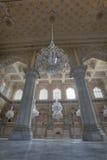 在Chowmahalla宫殿的王位和枝形吊灯 免版税库存照片