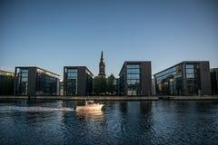 在Christianshavn的新的大厦哥本哈根habor的 丹麦 免版税库存照片