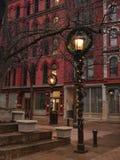 在Christmastime的装饰的路灯柱 库存图片