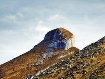 在Churfirsten山脉的岩石峰顶Zuestoll 免版税库存图片