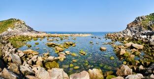 在Cies海岛海边的岩石 比戈,蓬特韦德拉西班牙 库存照片