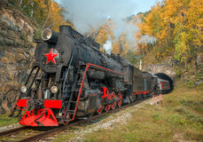 在Circum贝加尔湖铁路的老蒸汽机车 库存图片