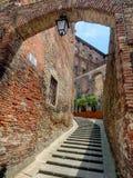 在Citta della Pieve的狭窄的街道在翁布里亚 免版税库存图片