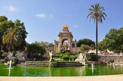 在Ciutadella公园,巴塞罗那,西班牙落下喷泉 免版税图库摄影