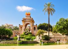 在Ciutadella公园,巴塞罗那,西班牙落下喷泉 库存图片