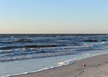 在Clearwater海滩的波浪 免版税库存图片