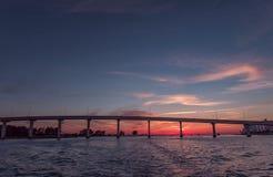 在Clearwater海滩,佛罗里达的日落 风景 海湾墨西哥 桥梁 库存图片