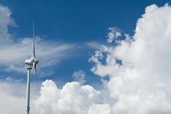 在cloudscape的Windmil 免版税库存照片