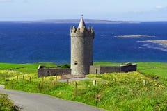 在Co. Clare的Doonagore城堡 库存照片